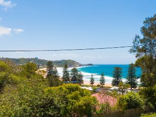Charming 5 bedroom House in Avoca Beach - Avoca Beach vacation rentals