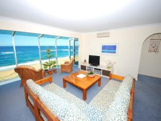 Nice 7 bedroom House in Forresters Beach - Forresters Beach vacation rentals
