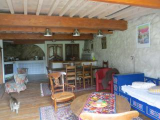 3 bedroom Gite with Internet Access in Comus - Comus vacation rentals