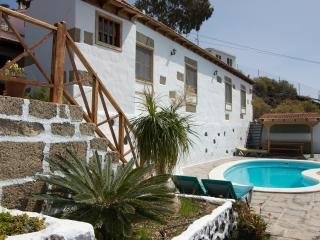 Comfortable Cottage with Internet Access and Grill - Guia de Isora vacation rentals