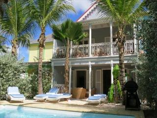 Orient Beach TOWNHOME w/ Private Pool and ideal Location - Orient Bay vacation rentals