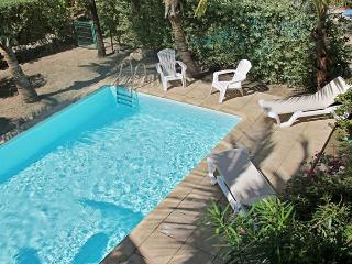 A two bedroom townhome on Orient Beach for beach lovers - Orient Bay vacation rentals