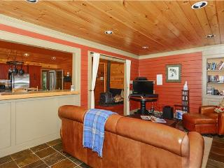 Cozy 2 bedroom Hyde Park House with Deck - Hyde Park vacation rentals