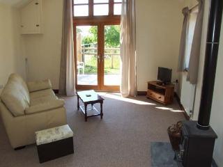 DOVETAIL, detached, all ground floor, open plan, pet-friendly, woodburner, near westniru-on-Severn, Ref 913933 - Westbury on Severn vacation rentals