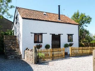 THE HAYLOFT detached cottage, pet-friendly, WiFi, woodburning stove in Winscombe Ref 927123 - Winscombe vacation rentals