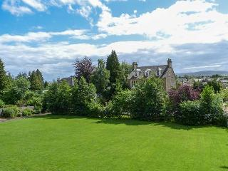 ALLAN WATER APARTMENT, first floor apartment, en-suite, woodburner, Smart TV, in Bridge of Allan, Ref 927558 - Bridge of Allan vacation rentals