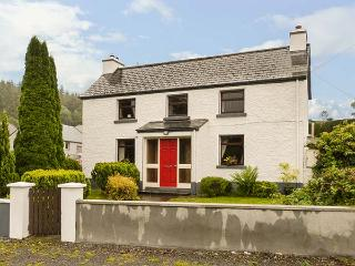 DALY'S FARMHOUSE, detached, open fire, gardens, two sitting rooms, in Keadue, Ref 927878 - Keadue vacation rentals