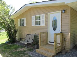 """The Shed"" Tiny House Near Asheville Pet Friendly - Fairview vacation rentals"