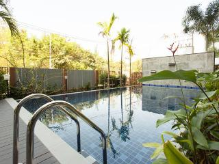 Big 2 bed in Chiang Mai city - free wifi/pool/gym - Chiang Mai vacation rentals