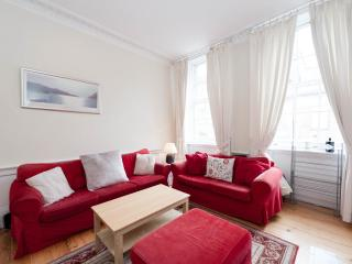 Lovely 3 double bedroom 2nd floor city centre apt - Edinburgh vacation rentals