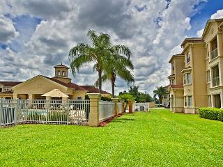 00050704 - Stylish Poolside 2BR/2B Condo In Terrace Ridge - Davenport vacation rentals