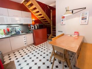 A HOUSE IN A GARDEN IN PARIS CENTER(PERE LACHAISE) - Paris vacation rentals