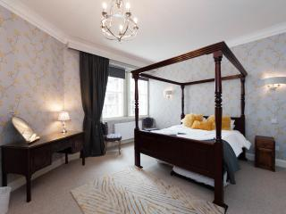Edinburgh Castle Duplex - Edinburgh vacation rentals