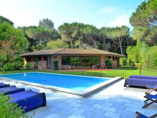 Villa , private pool and garden, in Tuscany Coast - Ronchi vacation rentals