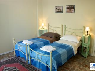 DOUBLE ROOM WITH SHARED BATHROOM - Cagliari vacation rentals