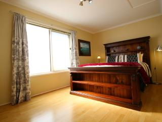 Christies Cottage Adelaide for holiday or migrants - Adelaide vacation rentals