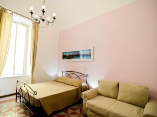 LEUCOSYA APARTMENT, PIAZZA DEL PLEBISCITO - Naples vacation rentals