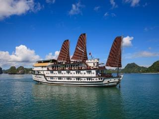 Bright Houseboat in Halong Bay with A/C, sleeps 40 - Halong Bay vacation rentals
