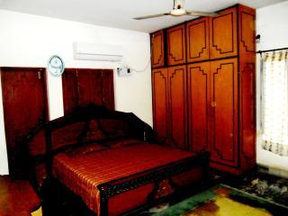 Spacious 7 bedroom Bungalow in Varanasi - Varanasi vacation rentals