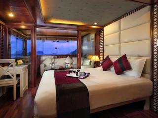 Beautiful 20 bedroom Houseboat in Halong Bay - Halong Bay vacation rentals