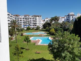 Fabulous 2 bed Apt in the centre of Puerto Banus - Puerto José Banús vacation rentals