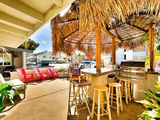 15% OFF NOV 1-22 - Tiki Bar Patio, Steps to Beach, Restaurants and Bay - Newport Beach vacation rentals