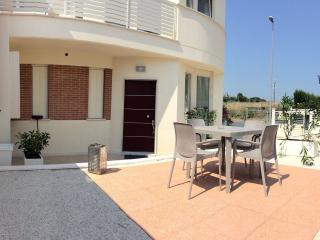 Nice Townhouse with A/C and Central Heating - Montecosaro vacation rentals