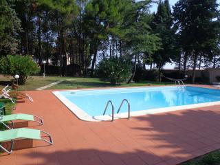 IL PARADISO CON PISCINA E PINETA - Numana vacation rentals