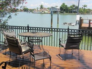 Coconut Cottage 2bd/2bath Pet friendly - Redington Shores vacation rentals