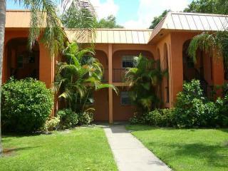 Main Floor, Cozy 2 Bdrm Codo - Clearwater vacation rentals
