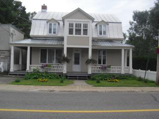 Bright 4 bedroom Bed and Breakfast in Trois-Rivieres with Internet Access - Trois-Rivieres vacation rentals