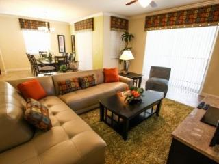 Paradise Palms Retreat in Kissimmee includes WiFi, Gym, and Jacuzzi - Kissimmee vacation rentals