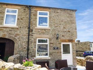 FUCHSIA COTTAGE, pet-friendly cottage with WiFi, woodburner, patio, in Middleton-in-Teesdale, Ref 926370 - Middleton in Teesdale vacation rentals