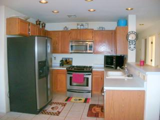 Upscale Home w/Oasis Yard,Fireplace,Near Pool - Tucson vacation rentals