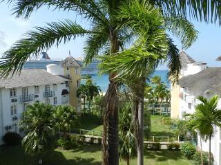 Ocho Rios Beachfront Condo - Ocho Rios vacation rentals