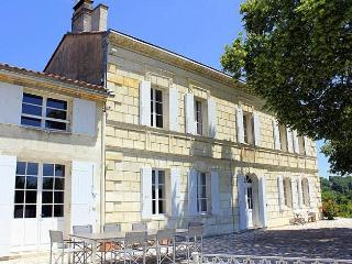 Wonderful House with Waterfront and DVD Player - Lugon-Et-L'Ile-Du-Carnay vacation rentals