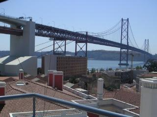 Amazing view over the river! - Lisbon vacation rentals