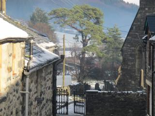 Lovely Cottage with Internet Access and Satellite Or Cable TV - Penmachno vacation rentals