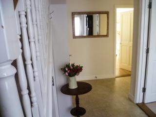 Cottage style home in centre of Woodbridge - Woodbridge vacation rentals