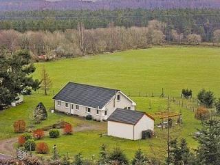 3 bedroom Bungalow with Satellite Or Cable TV in Fort Augustus - Fort Augustus vacation rentals