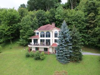 NC 3-Story Mountain Home w/ Spectacular Views - Burnsville vacation rentals