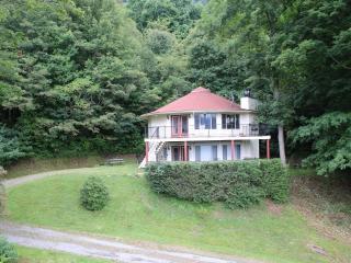 NC 1 Bdrm Mountain Rental Round House Upper Level - Burnsville vacation rentals