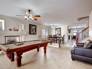 Charming 4.5 BR w/ Pool & Spa only 9 mi from Strip - Las Vegas vacation rentals