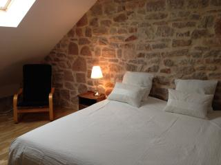 Bright 3 bedroom Auxonne Bed and Breakfast with Internet Access - Auxonne vacation rentals