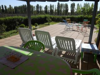 """Gallo"" Appartamento con 2 Camere + Giardino - Castel San Pietro Terme vacation rentals"