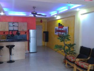 Very well apointed studio apartment with pool 5 mi - Pattaya vacation rentals
