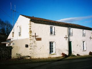 Amicoto, Traditional French Farmhouse with Pool - Mouilleron-en-Pareds vacation rentals