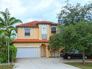Ritzy Rabbit 5 bed 3+ Baths pool/spa walk to beach - Naples vacation rentals