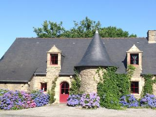 Adorable 4 bedroom Ploërmel Gite with Internet Access - Ploërmel vacation rentals