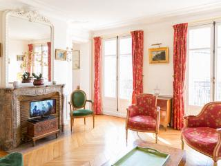 2 bed on rue Lesdiguieres. Spacious and bourgeois 2 bed with balcony in le - 4th Arrondissement Hôtel-de-Ville vacation rentals